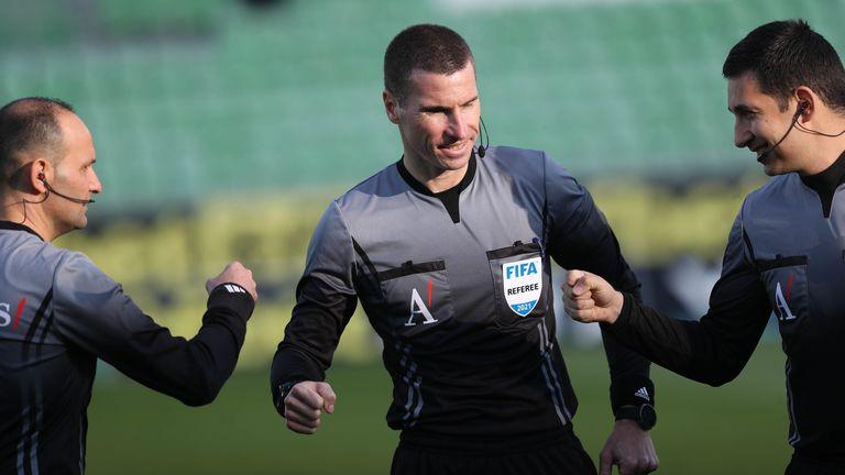 Кабаков и Ивайло Стоянов ще свирят във Втора лига