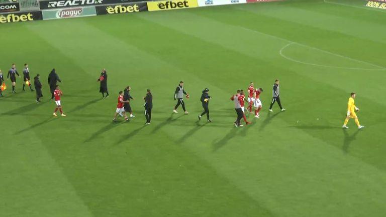 Радост в червено на терена в Разград след полуфинала за Купата