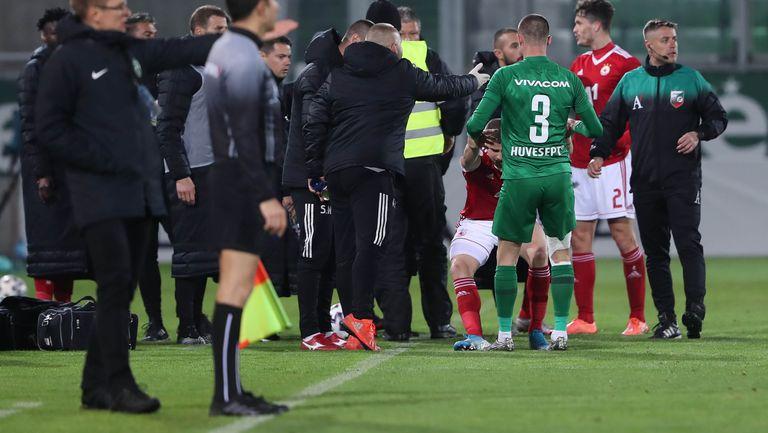 Кабаков раздаде червени картони в края на мача, изгони Любо Пенев