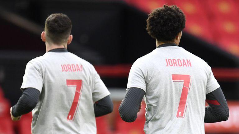 Футболистите на Ливърпул почетоха паметта на невръстен фен