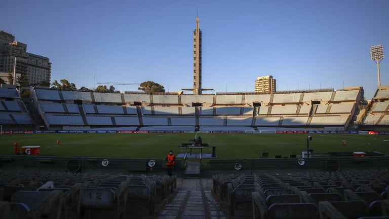 Финалът за Копа Лидертадорес ще се играе пред фенове в Монтевидео