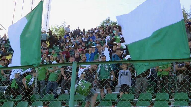 """Стадион """"Христо Ботев"""" се пука по шевовете си един час преди започването на Пирин - Струмска слава"""