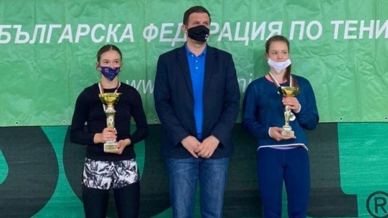 Александър Василев и Ева Николова са шампиони на ДП по тенис на закрито до 14 г.