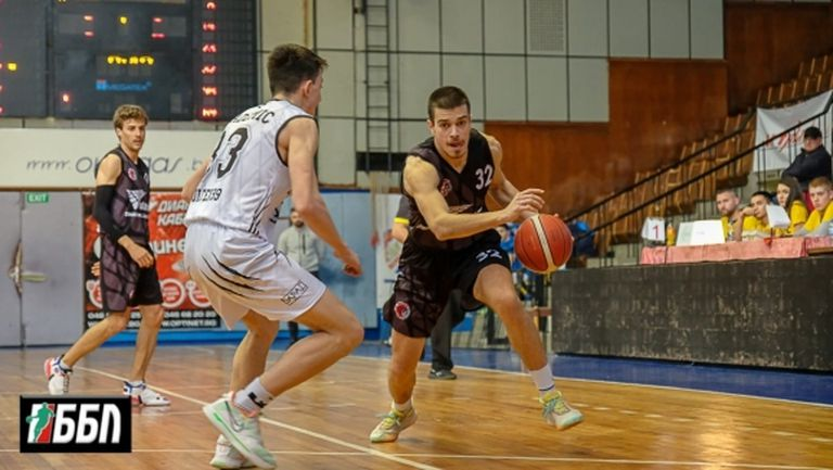 В мач с 49 грешки: Локомотив ГО удари Академик Пд (снимки)
