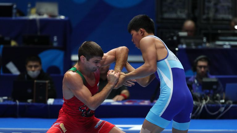 Иво Ангелов повежда борци на олимпийска квалификация