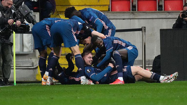 Страхотен гол на Сака направи преднината на Арсенал класическа