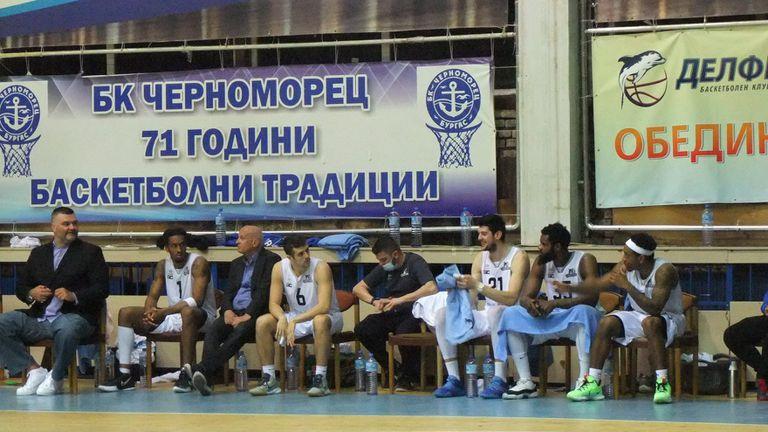 Успех в морското дерби запази мечтата на Черноморец жива