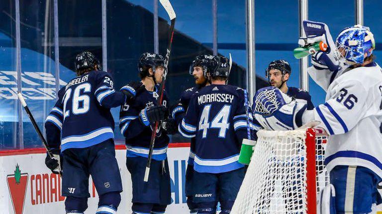 Уинипег завърши редовния сезон в НХЛ с победа над Торонто