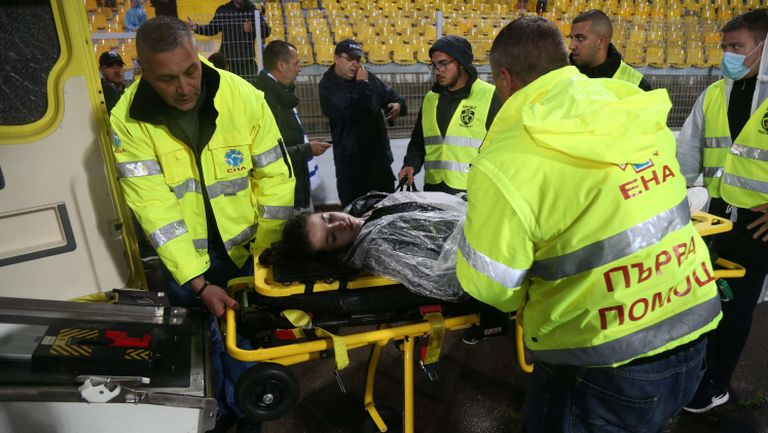 Линейка откара пострадала фенка на Левски