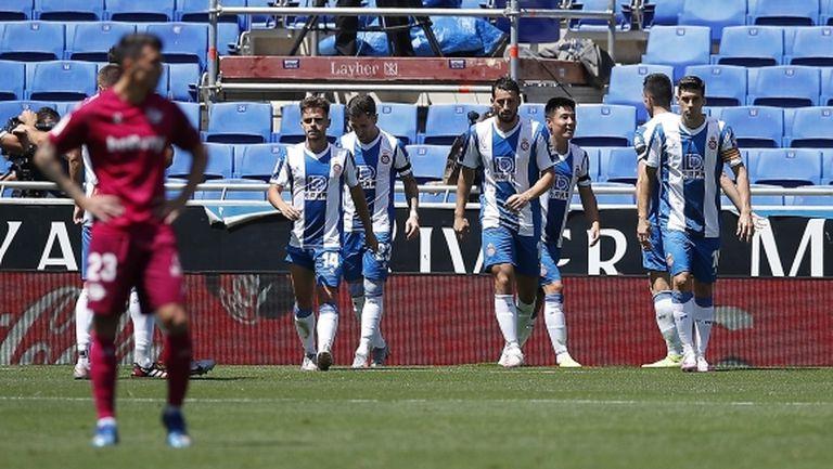 Еспаньол нямаше проблеми срещу десетима от Алавес (видео)