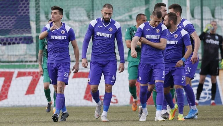 Скандал във Велико Търново: Футболистите на Етър отказаха да тренират