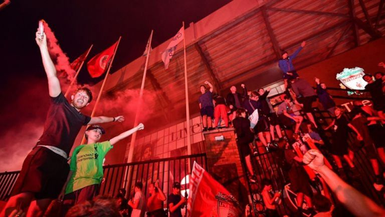Борусия Дортмунд честити титлата на Ливърпул