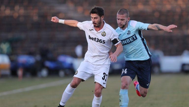 Футболист от efbet Лига изригна: Няма да играем! Шефовете да излизат срещу Ботев (Пд)