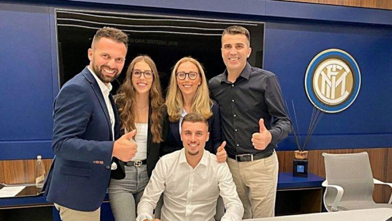 Интер финализира сделката за швейцарския нападател