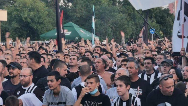 Страст и огромна подкрепа от феновете на Локомотив (снимки+видео)