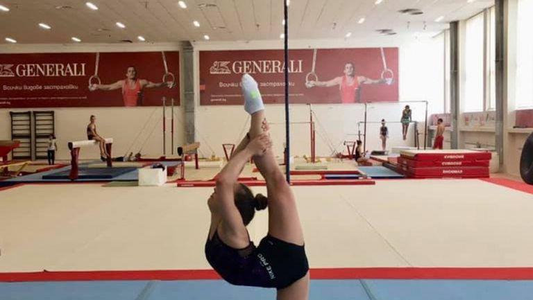 Наша националка тренира с чудото в спортната гимнастика Симон Байлс