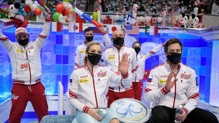 Руските фигуристи остават лидери и след втория ден на световното отборно пързаляне в Осака
