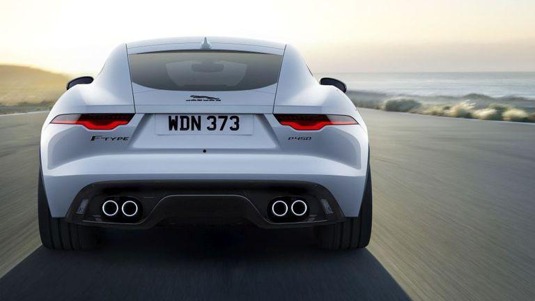 Запознайте се с новия Jaguar R-Dynamic Black