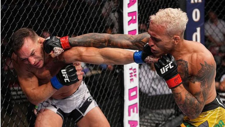 Оливейра мина през ада, за да нокаутира Чандлър във втория рунд и се окичи с титлата на Хабиб (видео) 🥊