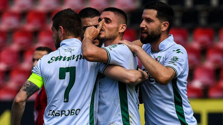 Десетима от Янтра измъкнаха трите точки в Добрич (видео)
