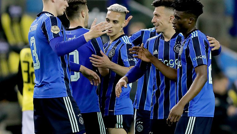 Шампионът Аякс завърши сезона с победа
