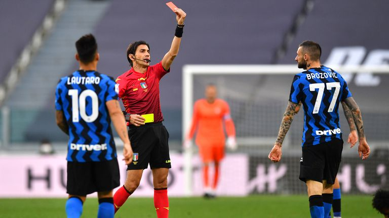 Легенди, медии и играчи скочиха на съдията на Ювентус - Интер