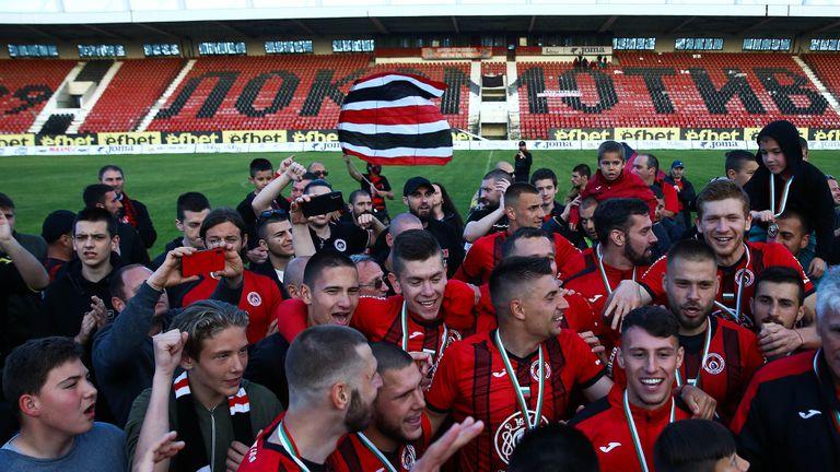 Голям празник за Локо (Сф)! Футболисти и фенове се забавляват срещу Созопол (видео+галерия)