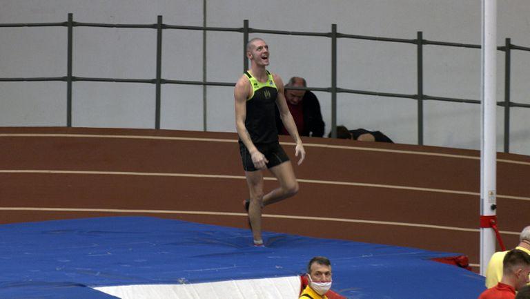 Алекс Любенов №1 в овчарския скок с 5.12 м