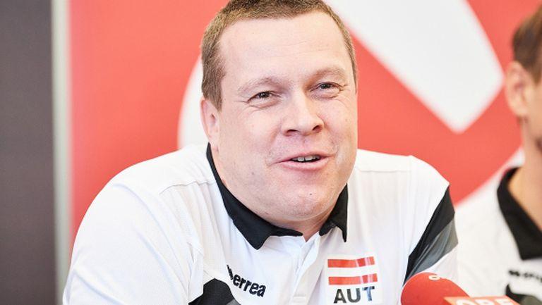 Австрия с 15 играчи в Хадера