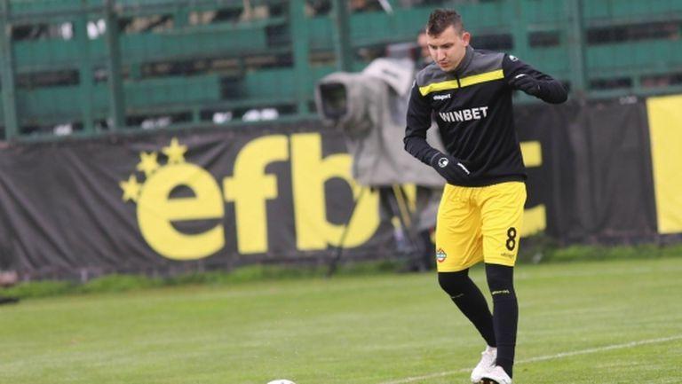 Ботев предлага нов договор на Неделев