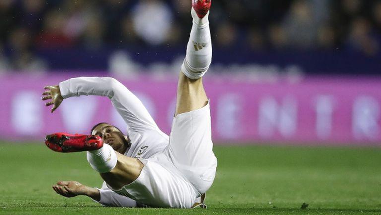 Бейл е като суперзвезда на фона на Азар, притесняват се в Мадрид