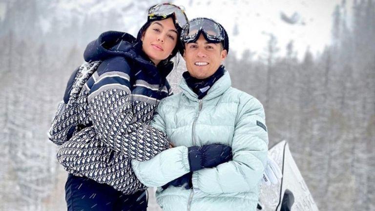 Зимната романтика на Джорджина и рожденика Кристиано Роналдо (снимки)