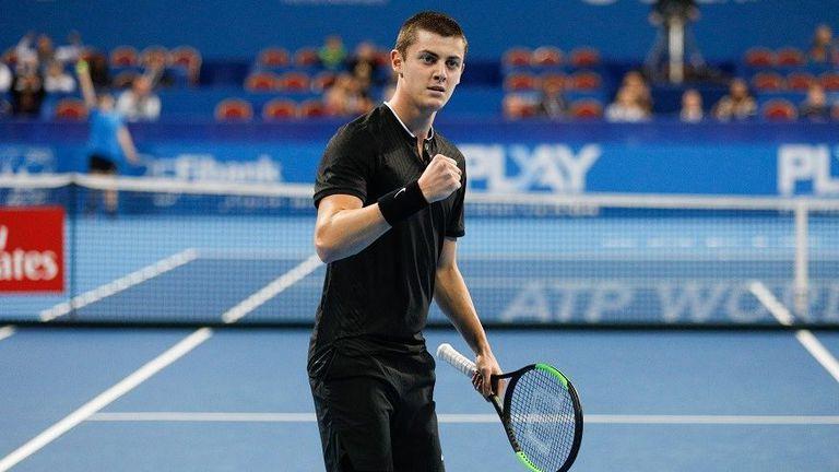 Лазаров се затрудни, но достигна до 1/4-финалите в Израел