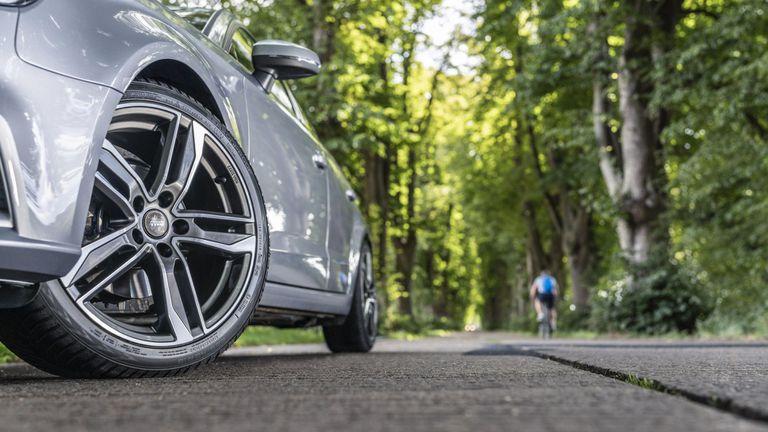 Шофьори избират всесезонни гуми поради две основни причини