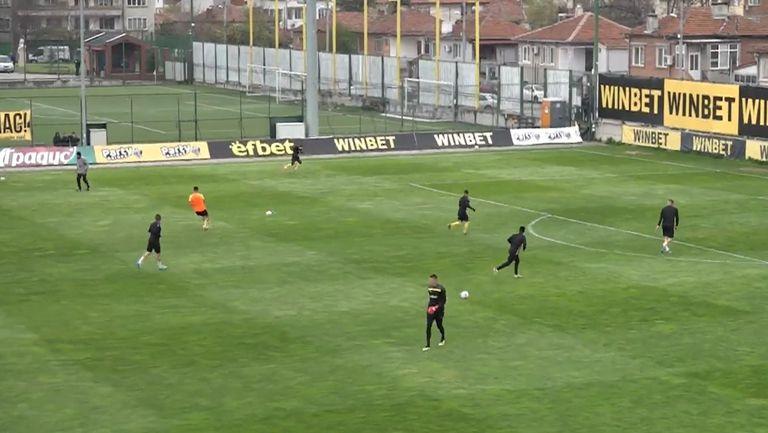 """""""Канарчетата"""" се подготвят за мача със Славия"""