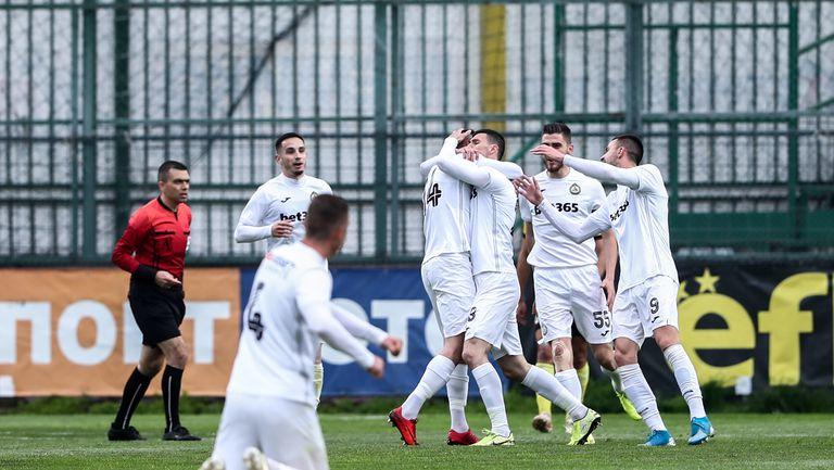 """Ивайло Димитров откри за """"белите"""" в началото на мача"""