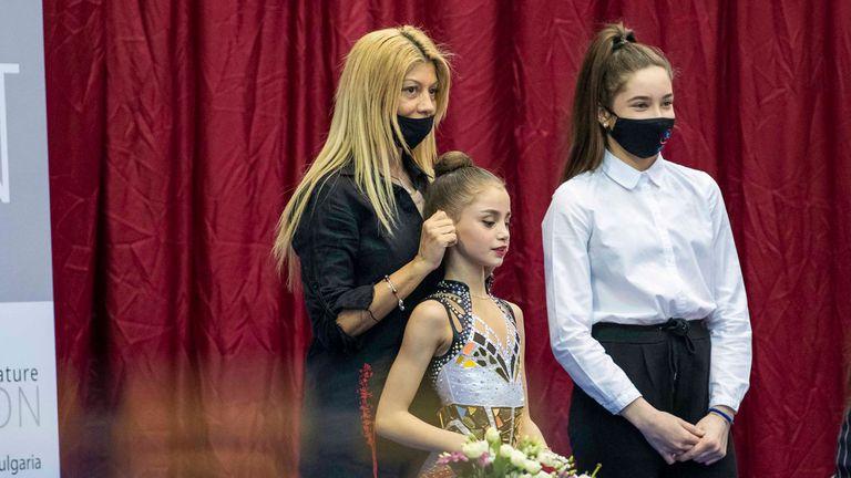 """Дара Малинова е начело във временното класиране на държавно първенство по художествена гимнастика """"Златен обръч"""""""