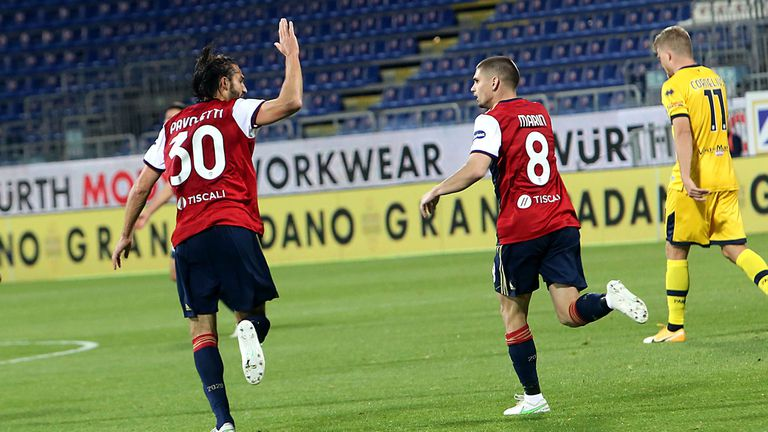 Много нерви, голове и обрати в дербито за оцеляване в Серия А (видео)