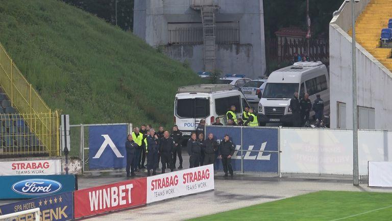Странно полицейско присъствие на мач без риск, като този на Герена