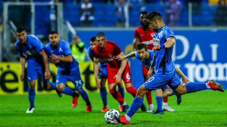 Левски се върна в мача с гол от дузпа на Боби Цонев