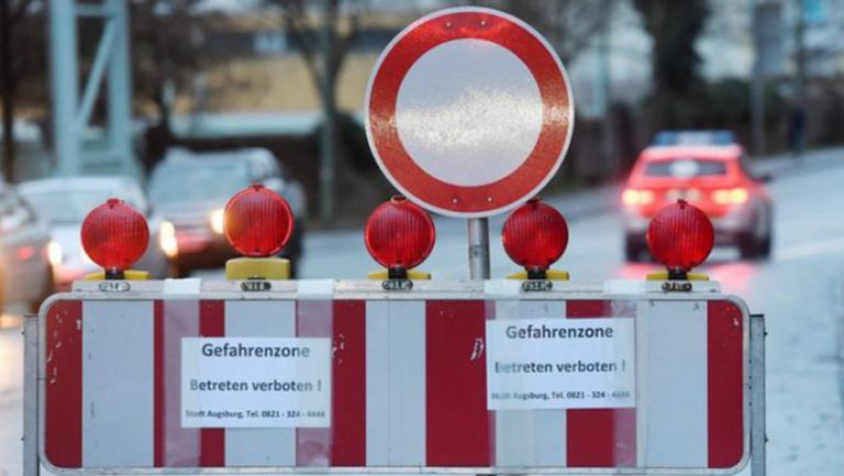 ФК Аугсбург помага покрай драмата с бомбата