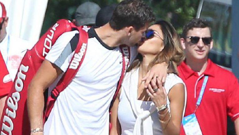 Гришо и Никол в страстна целувка