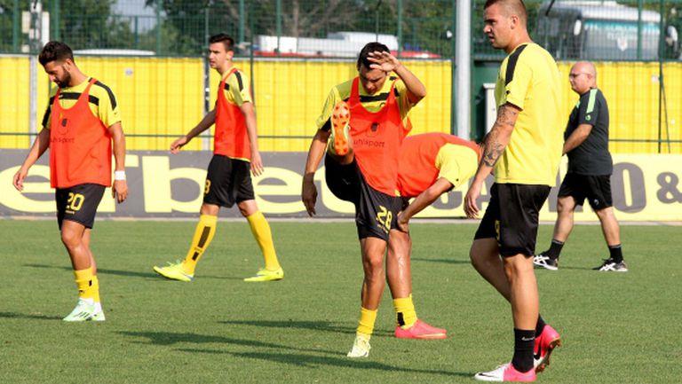 Футболистите на Ботев пристигнаха в Истанбул