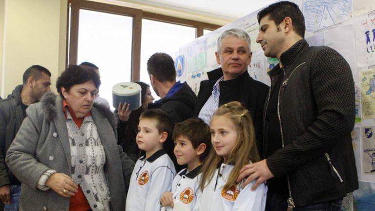 """""""Левски в училище"""" започва с благотворителна кампания"""