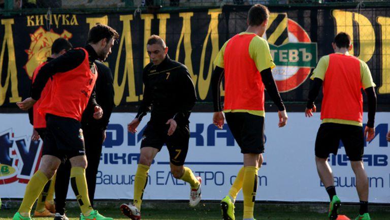 Още един юноша бе викнат в мъжкия отбор на Ботев (Пловдив)