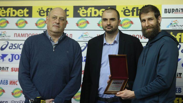 Награждаване на Росен Барчовски и националите по баскетбол за треньор и отбор на месеца