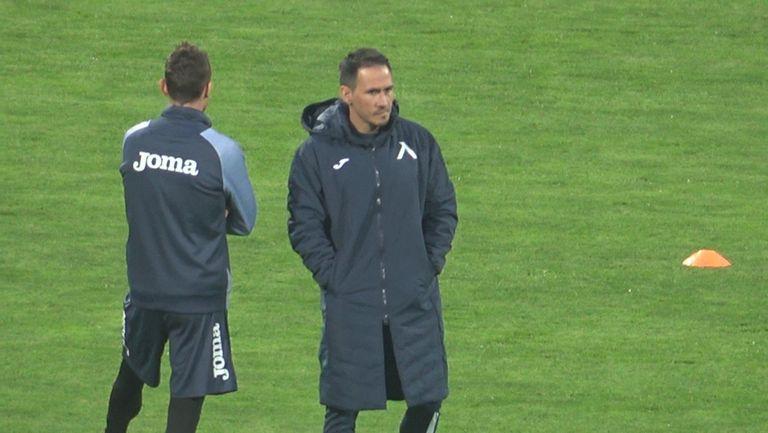 Левски излиза, за да удари разколебаните в последните дни шампиони