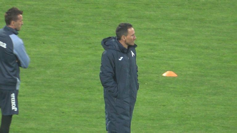 Веско Минев участва в загрявката на Левски за дербито с Лудогорец