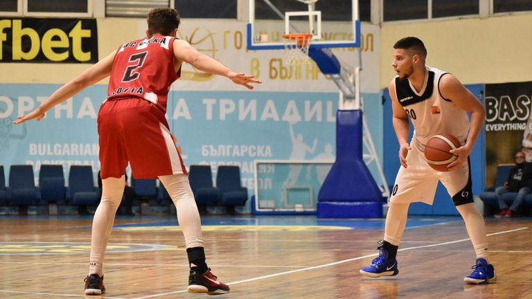 Със съдии и охрана на мача: Локомотив 2020 стартира с труден успех над ЦСКА в плейофите