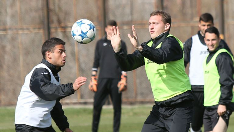 Славия замина за Разград без двама основни играчи